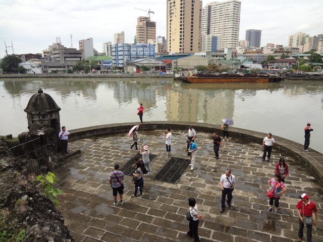 Chinese tourists on the Wall, flanking the Pasig River.