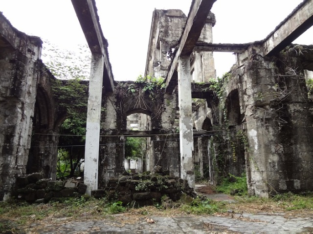The ruins of the Intendencia, still-ruined, more than 60 years later.