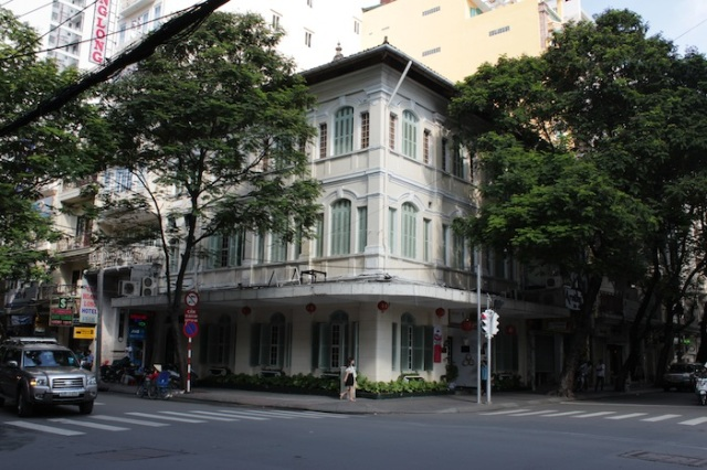 This used to be the famous Le Pagode Bar and Café, which was the rendezvous for French Military Personnel.  It is currently a Vietnamese restaurant, targeted at tourists.
