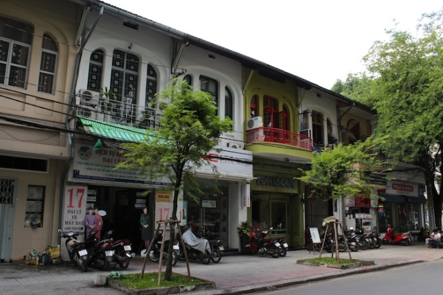 A row of colonial-era shophouses on the same street as Crepes et Café.