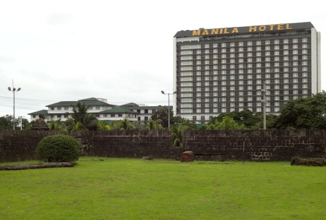 View of the Manila Hotel from within Intramuros, showing the original 5-storey building built in 1912, as well as the 18-storey tower block, built in the mid '70s.
