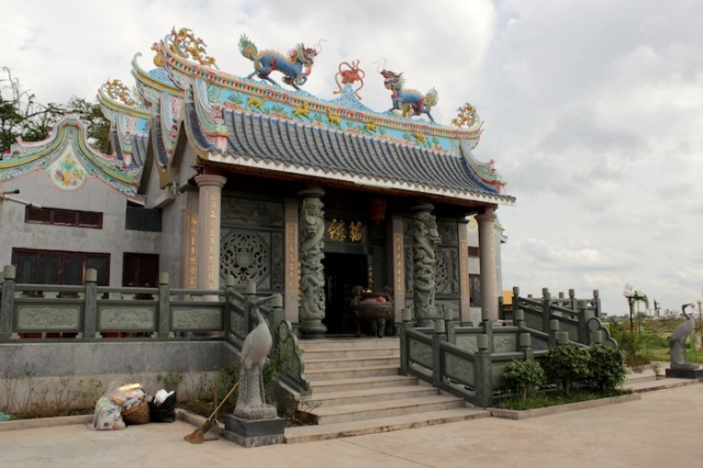 Brand new Chinese Temple, recalling similar ones in Georgetown, Penang. Thanon Fa Ngum.