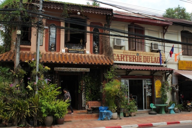 Handicraft shops in traditional shophouses, Thanon Fa Ngum.