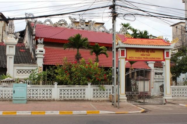 Vietnamese temple, channeling Hanoi. Thanon Chao Anou.