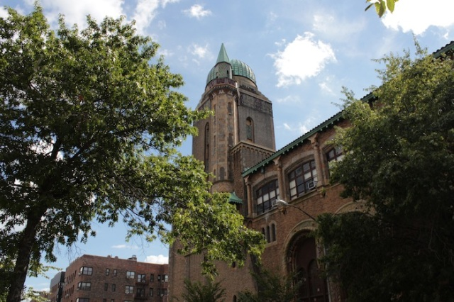Fig. 4 – Yeshiva University, Wilf Campus. Built in a Moorish Revival Style, and looking like a castle in mediaeval Andalusia.