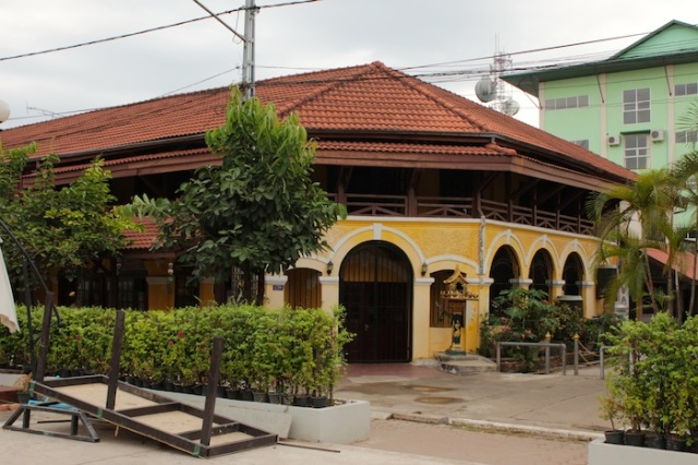European restaurants around the Nam Phu Fountain.
