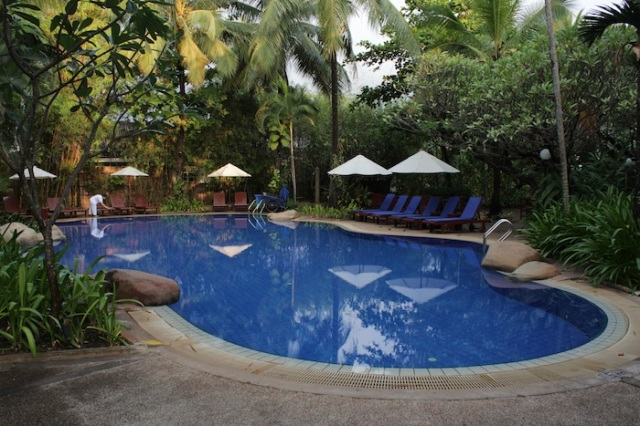 The settha palace hotel vientiane dream of a city - Settha palace hotel swimming pool ...