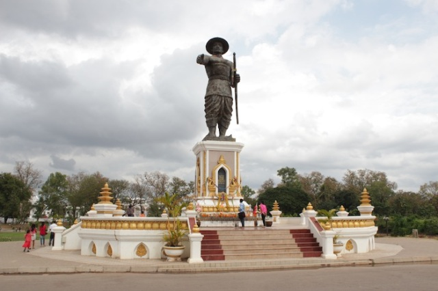 Statue of Lao King Anouvong, on the banks of the Mekong.