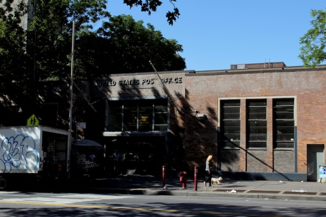 6 – Between Avenue A and 1st Avenue: Stuyvesant Post Office (1949).