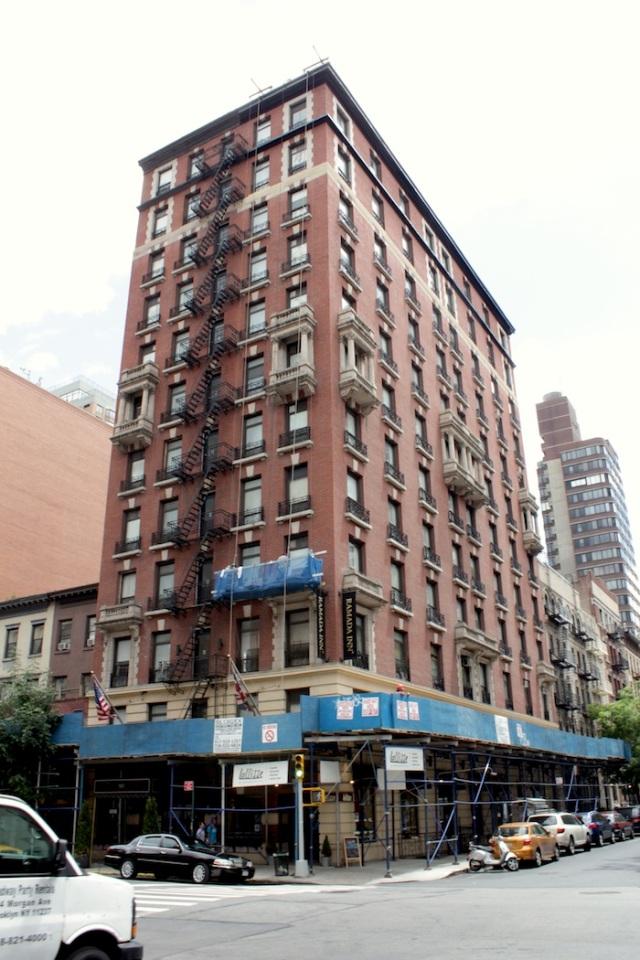 40 – Ramada Inn, originally the Rutledge Hotel (1924). The building has Italianate flourishes, and channels similar tenement buildings in Boston.