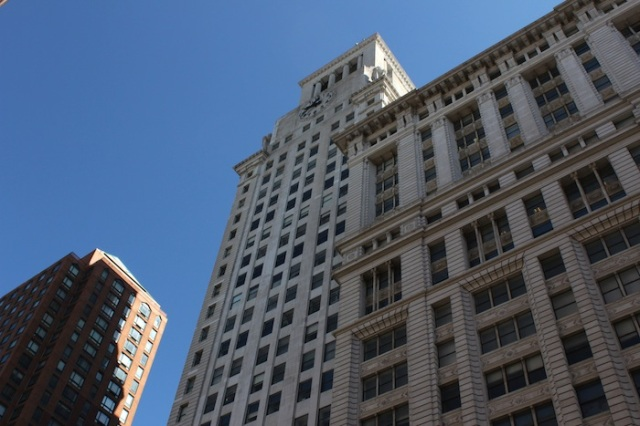 24 – The Consolidated Edison Company Building (1910) at Irving Place and 14th Street. To the left is one tower of the residential Zeckendorf Towers (1987); one of New York's most important real estate developments in the 1980s.