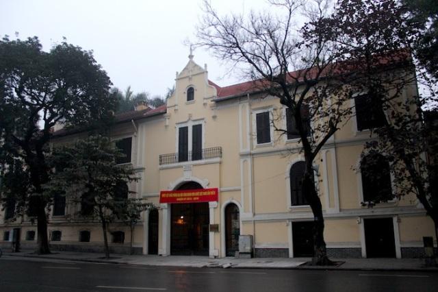 Colonial era façade, Đinh Tiên Hoàng.