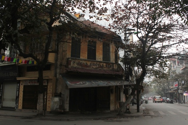 Dilapidated shophouse.