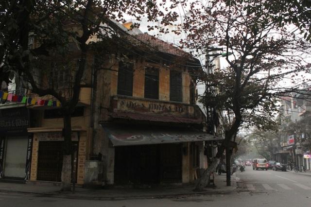 Dilapidated shophouse.