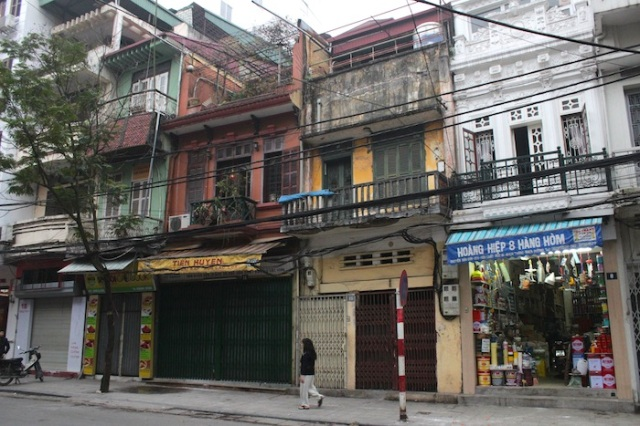 A row of shophouses, demonstrating the range of architecture.