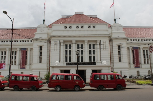 The imposing façade of the Bank of Indonesia Museum.