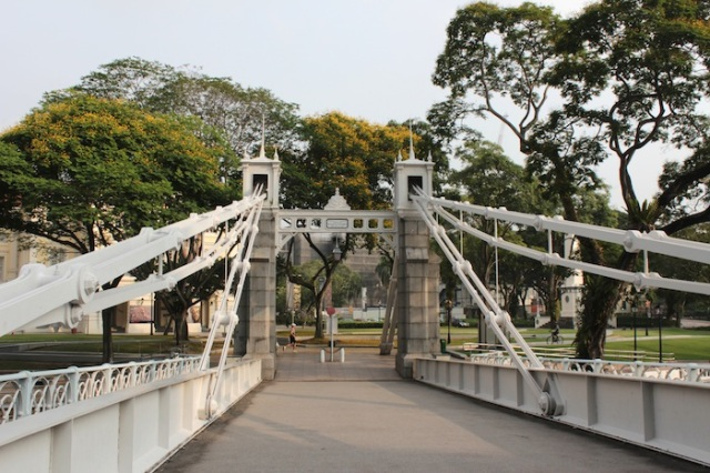 Cavenagh Bridge, spanning the Singapore River