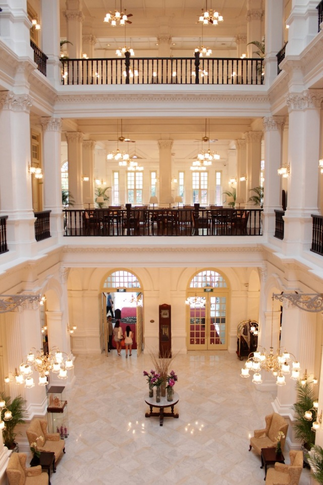 The gorgeous lobby - again, beautiful but absolutely SOUL-LESS.