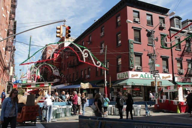 18 – Street Fair in commemoration of the Feast of San Gennaro, traditionally held down Mulberry Street. At the corner is Alleva (1897).