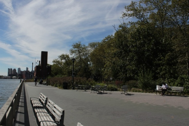 48 – View to the South on the East River Promenade.