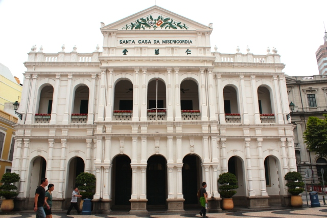 The Santa Casa de Misericordia (Holy House of Mercy), established in 1569, is the headquarters of a charitable organisation.