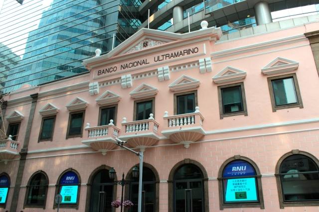 The Banco Nationale Ultramarino head office (built in the early 1900s) on Avenida da Almeida Ribeiro.