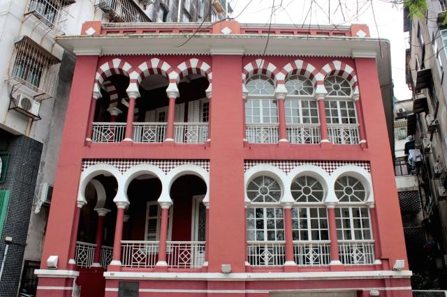 A Moorish Building stands near the Vasco da Gama Park.