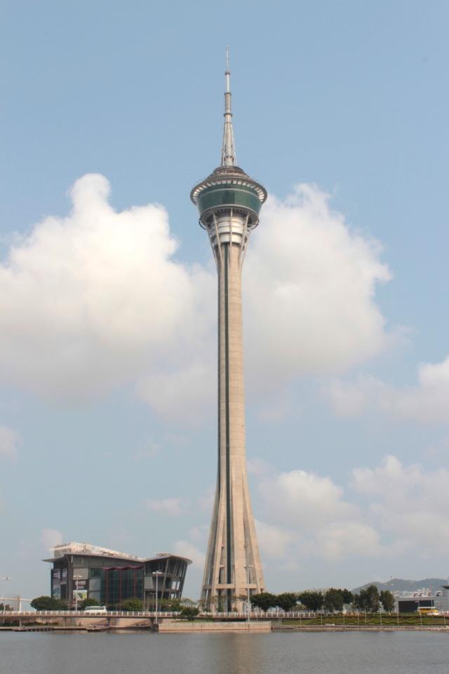 The Avenida da Republica esplanade affords splendid views of Macau Tower.