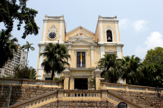 Igreja de São Lourenço (St Lawrence's church) is one of the oldest churches in Macao. Built by the Jesuits, versions of the have stood here since 1558.  This stone version was erected in 1803.
