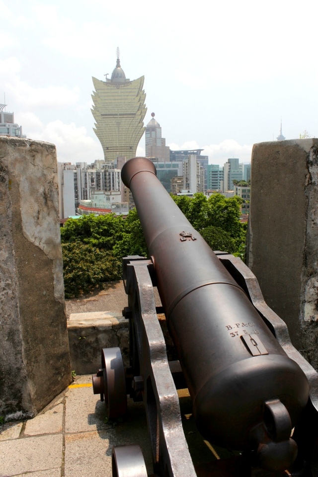 A cannon on the Mount Fortress, aimed at the Grand Lisboa.