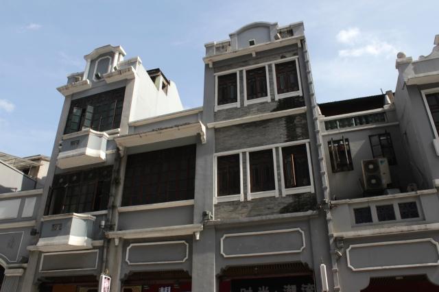 More instances of shophouses on Shangxiajiu Street.