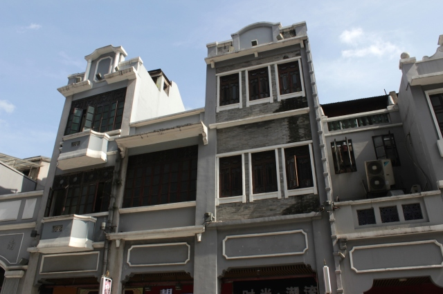 More instances of shophouses on Shangxiajiu Street.