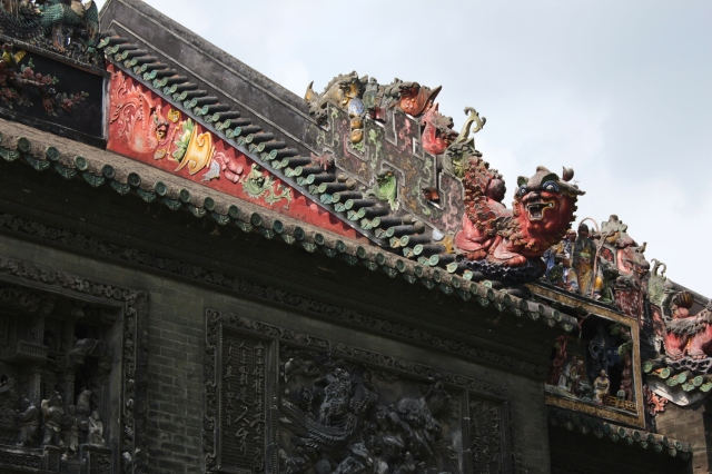 The roofs of the temples are usually highly ornamented with mythical creatures.