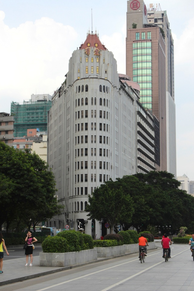The Oi Kwan Hotel (愛羣大酒店) was built in 1934 by a Chinese mogul.