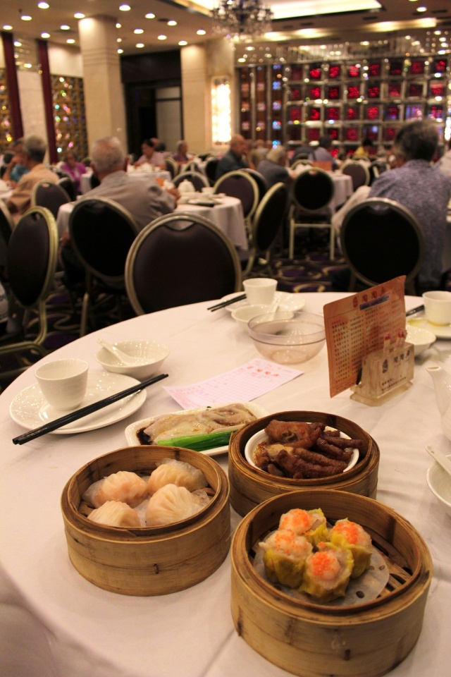 Yumcha 飲茶 (also known as dimsum 點心), A familiar sight all over the world, from Singapore to San Francisco to São Paolo.