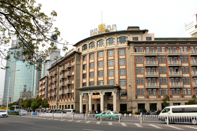 View of the Lujiang Hotel 鷺江賓館 from the waterfront.