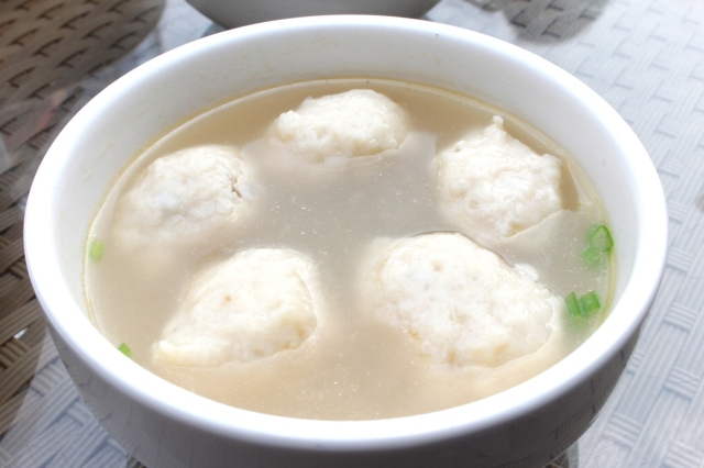 Hir Wan Teng 魚丸湯, or Fishball soup. While the fishball's look a little more rough-and-ready, the dish itself is also a typical Singaporean dish.
