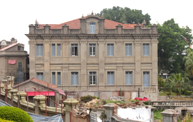 The Huang Family Villa 黃家園 (1920s) is the most famous mansion on the island, built by sugar magnate Huang Yizhu.