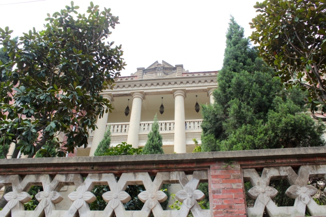 Yizu Mansion 亦足山莊 (1920s) was built by a Singaporean-born Chinese.