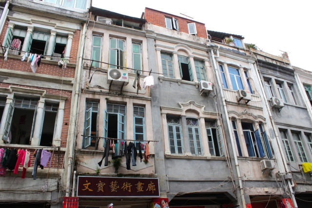 Varying forms of shophouse architecture.