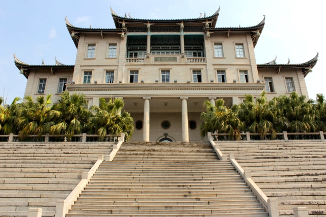 "The Kianlam Assembly Hall 建南大會堂 is a fine specimen on the ""Kah Kee"" style, with soaring Chinese rooves on a palatial foundation."