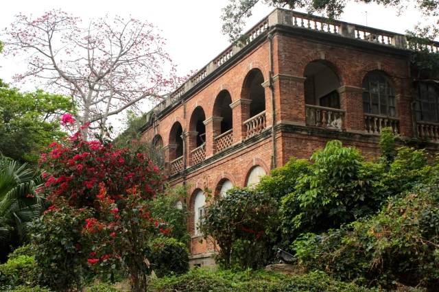 Nearby sits the former Japanese Consultate, today housing a dormitory for Xiamen University teachers.