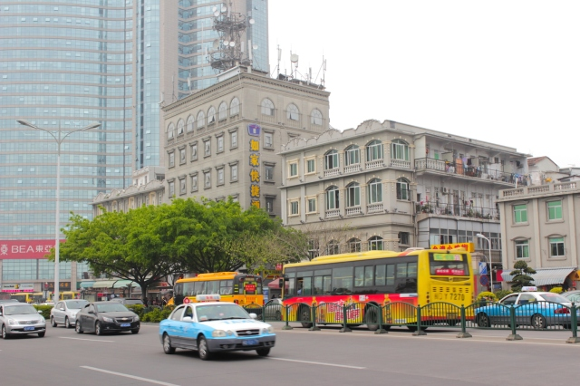 View of part of the Bund from across the street.  Bund # 3 is the Xiamen Customs House 廈門海關署 (1909)