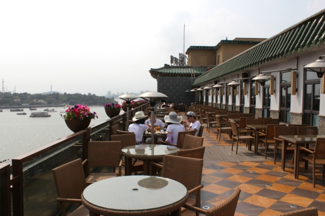 The restaurant's highly popular roof-top restaurant, serving typical Xiamen and Hokkien dishes (many of which exist also in Singapore); and with a view of Gulangyu Island.