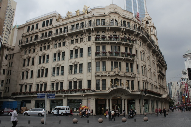 The second of the Big Four was Wing On Department Store, opened in 1918 by the Kwok Brothers. Designed by Palmer & Turner.