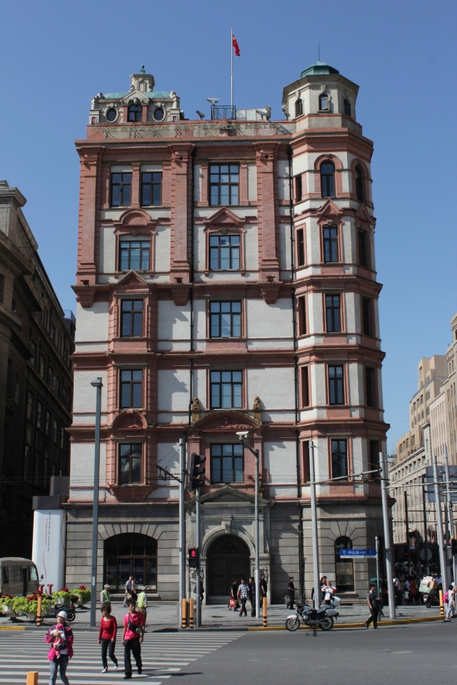 Bund #19 is the famous Palace Hotel, designed by W Scott of Scott & Carter in an Edwardian style and opened in 1909. Today it houses the Swatch Art Peace Hotel.