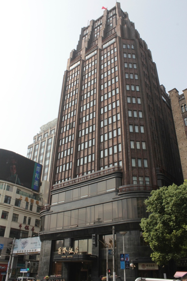 Just across the street sits the famous Park Hotel, also designed by Ladislav Hudec in an Art Deco style and opened in 1934.  It wouldn't look out of place in Manhattan.