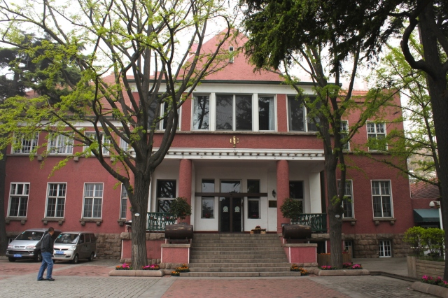 The Tsingtao Club (1911).