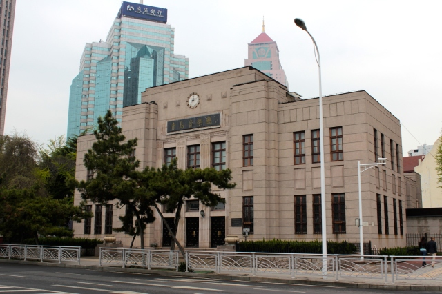 The Tsingtao Concert Hall was built by the Japanese in 1934 and formally known as the Tsingtao Auditorium.  It sits on the waterfront beside the Zhanqiao Prince Hotel.