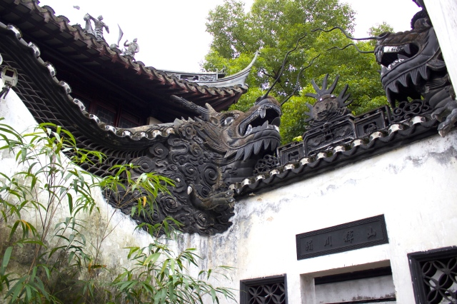 Walls built as dragon forms, Yuyuan.